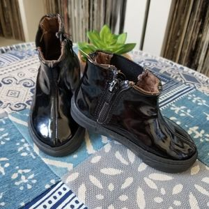 GAP BABY GIRL PATENT LEATHER BOOTS SIZE 6